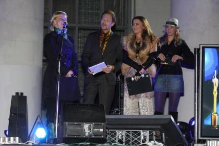 Екатерина Серебрянская вручает Золотого Гудвина